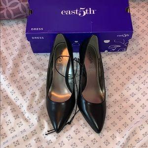 "Nwt 3"" East 5th black heel size 7M"